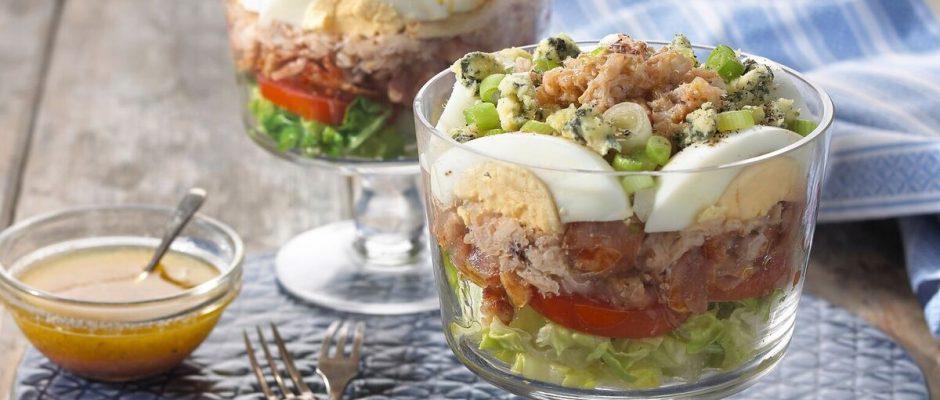 Salade de crabe Cobb en couches