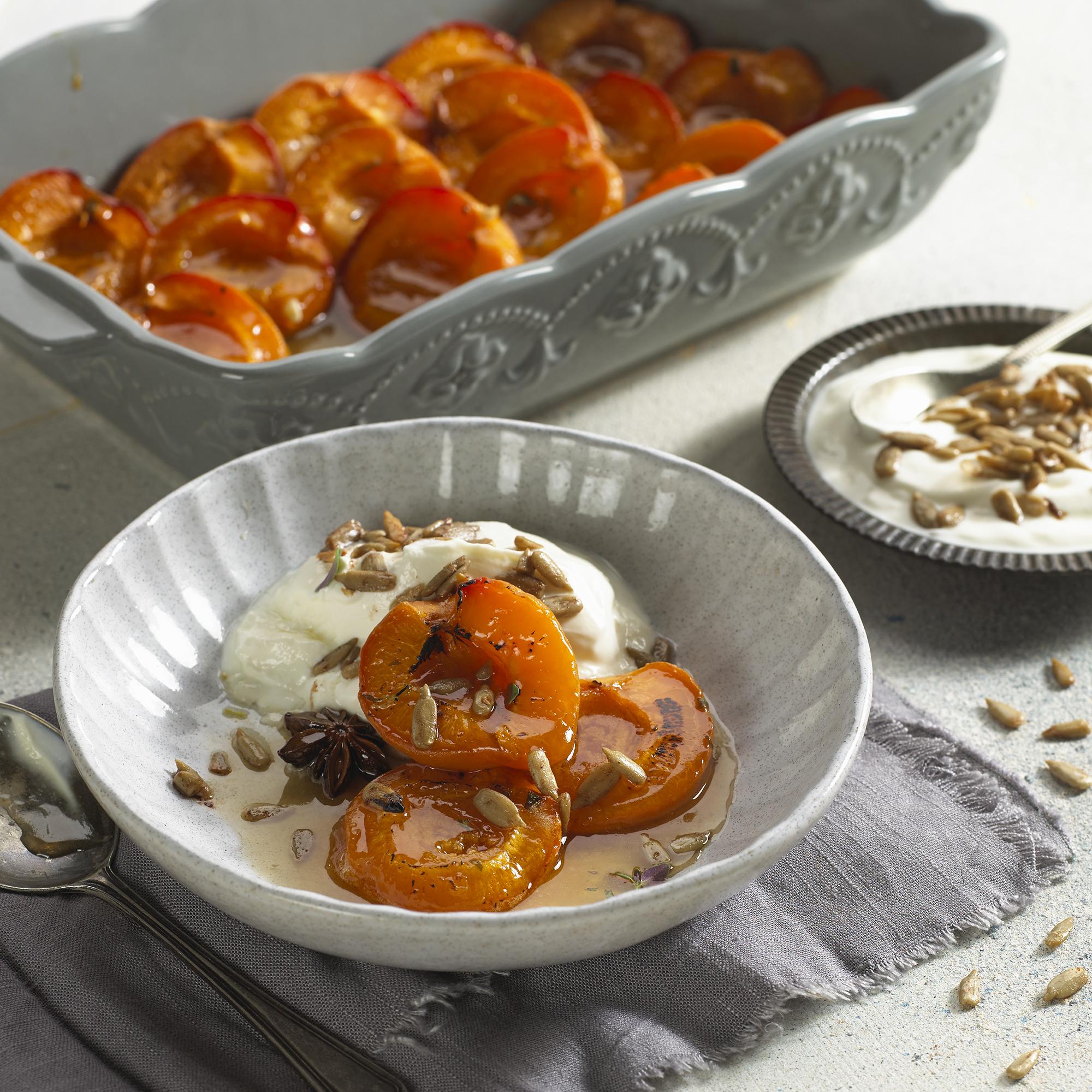 Abricots rôtis à l'anis étoilé, thym et graines de tournesol grillées