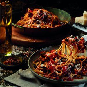 Spaghetti aux olives Kalamata et aux câpres