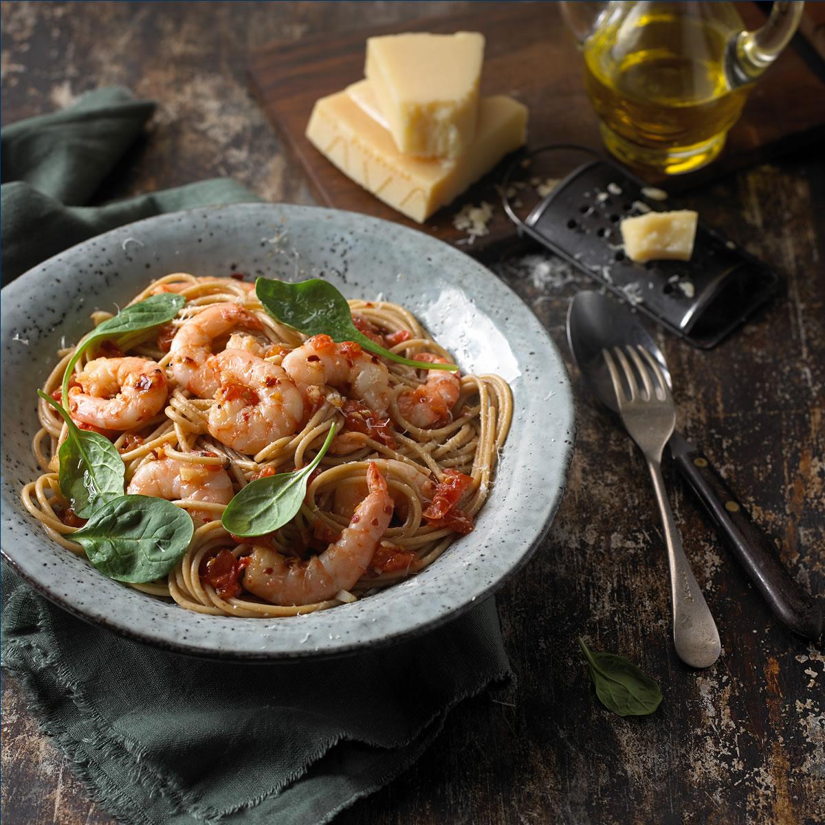 Espagueti con Camarones, Aceite De Oliva, Ajo y Hojuelas De Chile