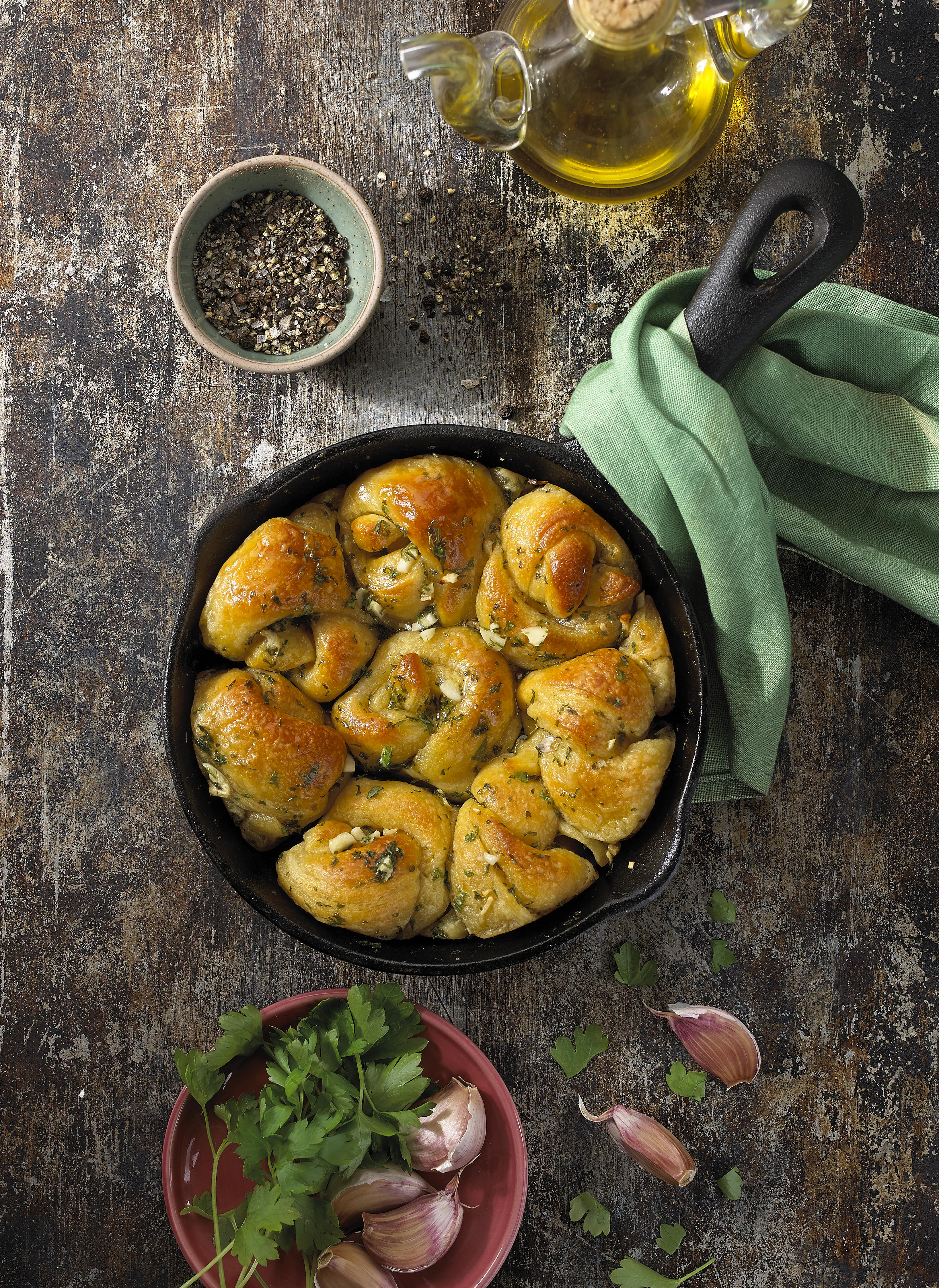 skillet garlic knots