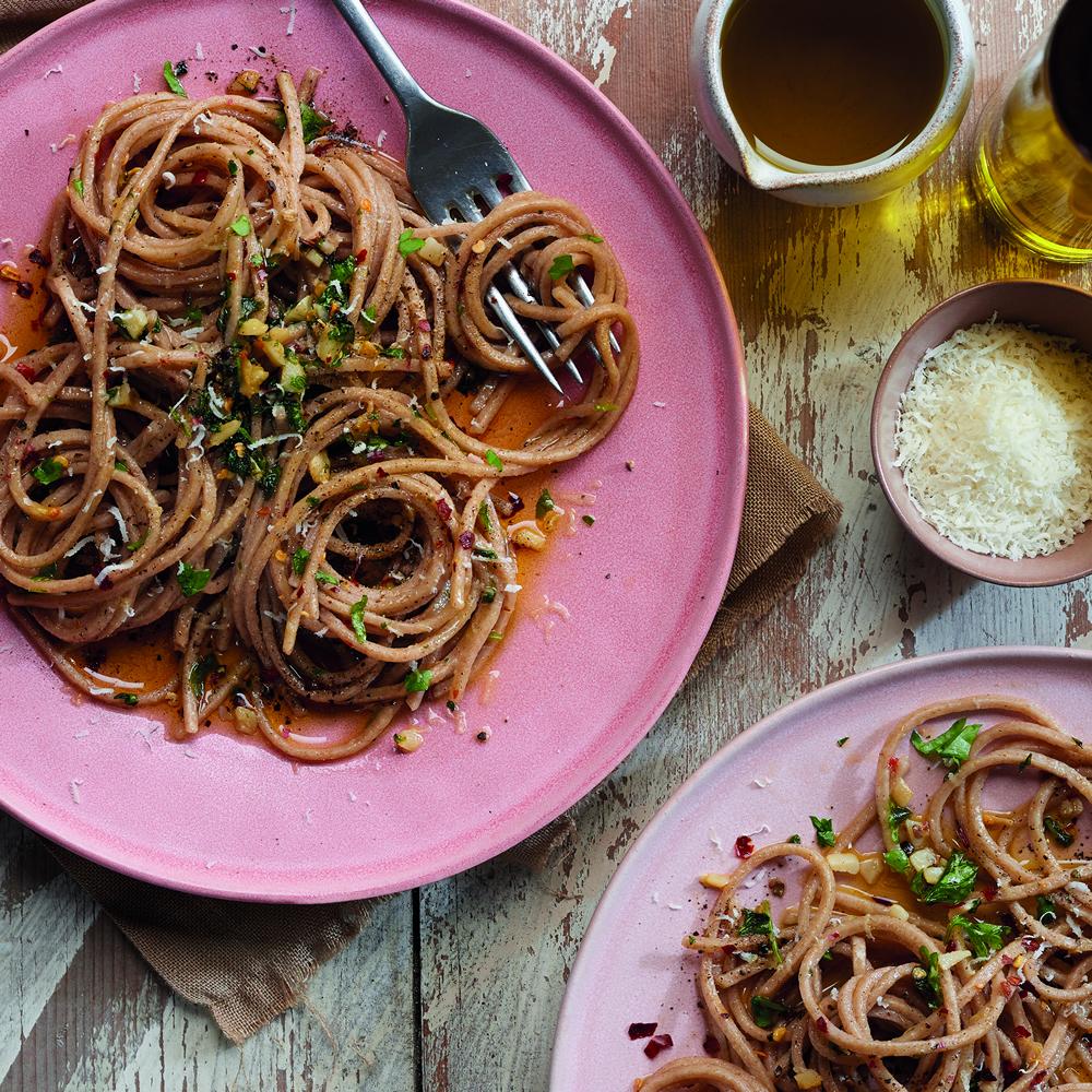 Spaghetti with garlic and Extra Virgin Olive Oil (aglio e Olio)